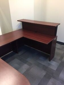 Office desk (u-shape): excellent condition