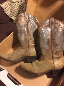 Canada west boots distressed brown