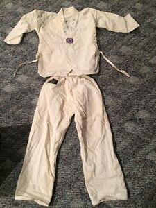 Carate suit, a bit yellow, fits 6-8 years.