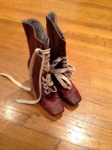 Size 8.5 boots - not sure of the brand - mint condition