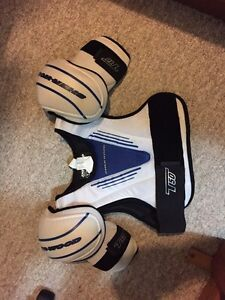 Adult hockey shoulder pads Kitchener / Waterloo Kitchener Area image 1