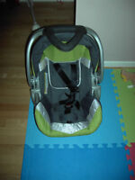 Car seat in perfect condition. Expiring on Dec 31 2019 ONLY!!