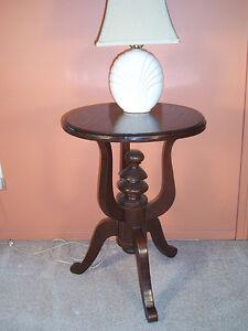 TABLE D'APPOINT EN BOIS MASSIF VERNI
