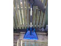 Snow shovel with very sharp blade