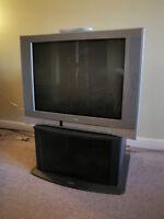 Télévision Toshiba et meuble Sony