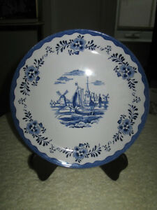 VIVID 8 1/4 in. DECORATIVE BLUE DELFT CHINA PLATE