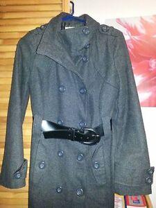 Manteau long gris et Manteau sport rouge