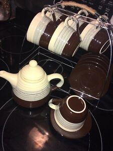 Tea set ; tea pot, 6 cups, 6 saucers and rack