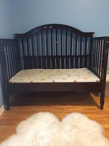 2 cribs 3 in one Dorel