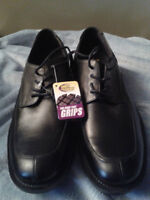 "BRAND NEW MEN ""SHOES FOR CREWS"" SIZE 8  SLIP AND OIL RESISTANT!"