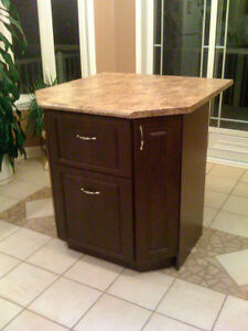 CUSTOM MADE ISLANDS / ÎLOT SUR MESURE