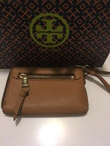Tory Burch - Robinson Pebbled Zip Coin Wristlet Kitchener / Waterloo Kitchener Area image 2
