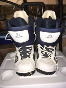 Division 23 Snowboard Boots Peterborough Peterborough Area image 1