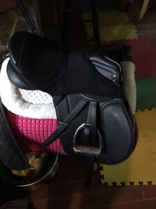 Supra Synthetic English saddle 16.5