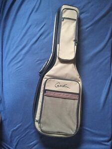 Soft shell guitar carrying case