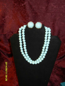 Vintage Jewellery Set - Necklace with matching earrings
