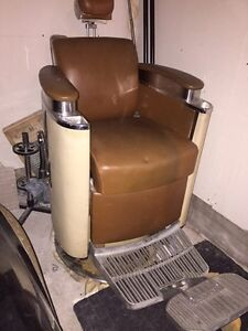KOKEN 60's  HYDRAULIC BARBER CHAIR West Island Greater Montréal image 6