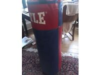 Title 3ft 24kg boxing Punch bag.
