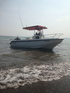 Used 1999 Boston Whaler Outrage 21 with centre console and T-top