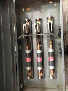 Interupteur de securité ( Vieux modèle) CEB 200A / 600Volts  3PH