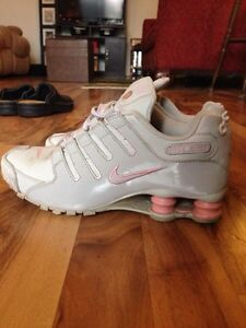 NIKE SHOCKS-Pink+grey size 9 London Ontario image 1