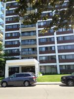 ********** Renovated 4 1/2 in Cote St. Luc for July ************