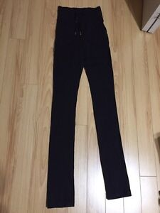 black lululemon skinny wills size two (legging)  Strathcona County Edmonton Area image 1