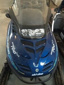SKI DOO GRAND TOURING 700cc trois cylindres année 2000