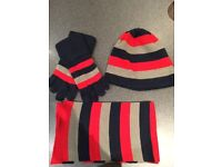 Hat scarf and gloves set age 8-12 yrs