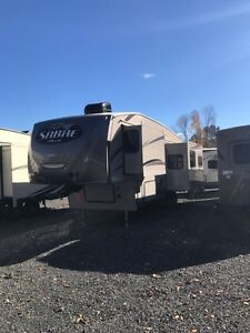 2016 32ft Sabre 5th wheel