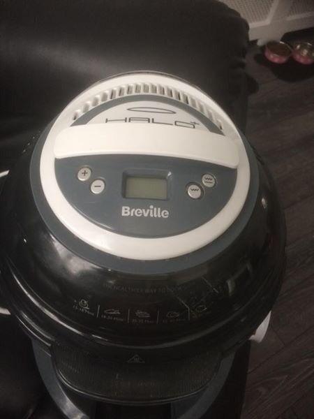 Breville VDF122 Halo Plus Duraceramic Health Fryer and a few slimming world books