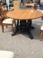 Solid Oaktop Dining Table w 5 Chairs