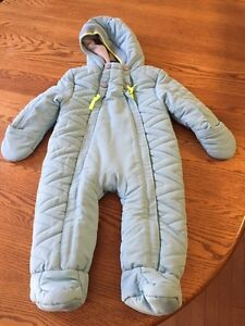 Size 6-9 month snow suit like new