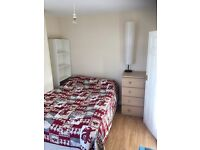 Sunny double room close to Clapham South station