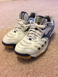 Athletic womens shoes - size 9