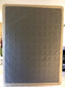 """Queen size 7"""" thick box spring EXCELLENT con $30"""