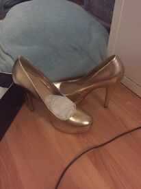 Gold Metallic Heels size 3 brand new