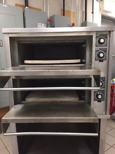 Zesto double pizza oven very clean on casters  Gatineau Ottawa / Gatineau Area image 3