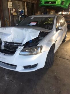 Wrecking 2010 Ve Sports Wagon Holden Commodore White