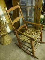 ANTIQUITÉ (chaises, berçante et autres)