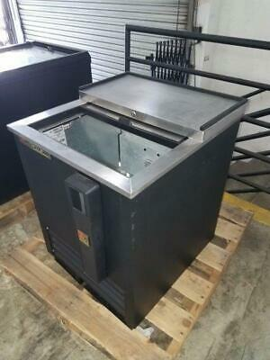 True Td-24-7 24 Forced Air Bottle Cooler With Lid Lock Pre-owned