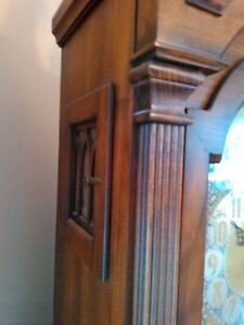 ANTIQUE GRANDFATHER CLOCK IN EXCELLENT CONDITION Windsor Region Ontario image 9