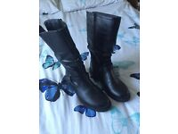Girls/ladies size 5 black boots. BNWT.