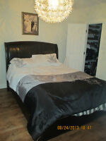*!*!*!* **BEAUTIFUL LEATHER QUEEN BED, LIT QUEEN EN CUIR***!*!*!