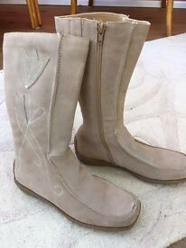 Boots - Ladies size 5