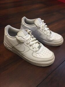 Nike Airforce 1 size 7 ( will fit size 7.5-8 foot)