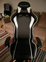 DXRACER OH/FE08/NW BLACK AND WHITE FORMULA SERIES GAMING CHAIR