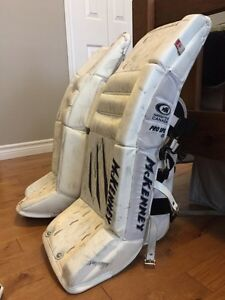 Youth Goalie Equipment Belleville Belleville Area image 3