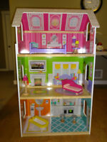 Dollhouse with 8 pcs of furniture