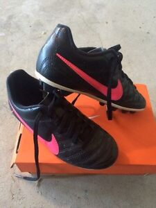 Soccer shoes Kitchener / Waterloo Kitchener Area image 1
